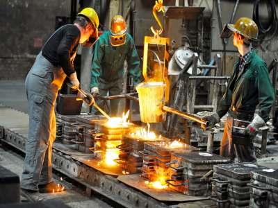 processo di fusione e colatura ghisa in fonderia